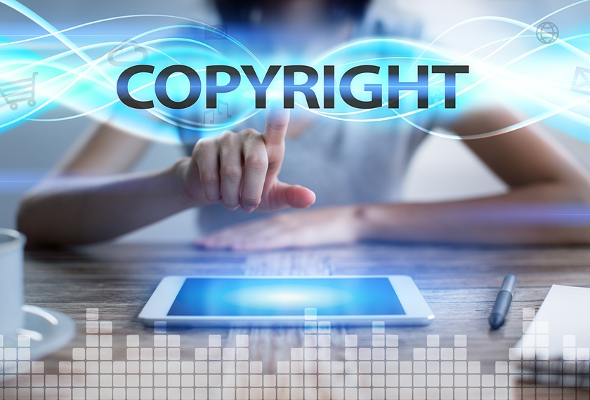 copyrightを示す女性のストックフォト
